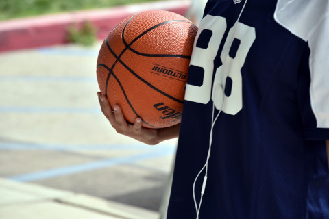 basketball-player-holding-ball